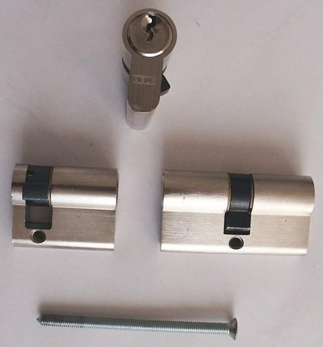 557px Zylinderset 468x503 - Вытащить сломанный ключ из замка