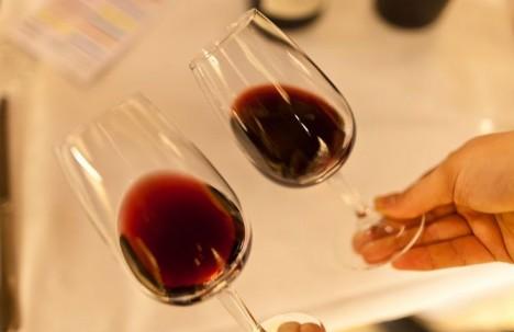 251 468x303 - Осадок в бокале вина это нормально?