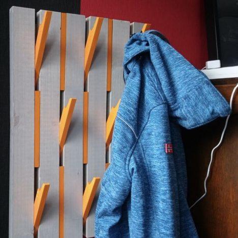 1 468x468 - Дизайнерская вешалка своими руками