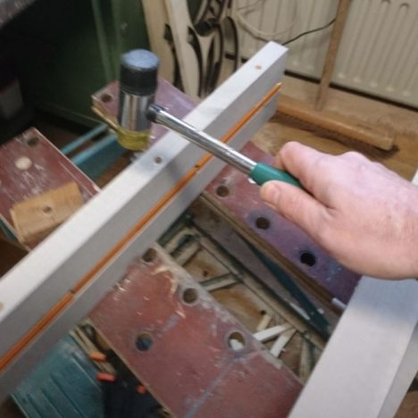 17 468x468 - Дизайнерская вешалка своими руками