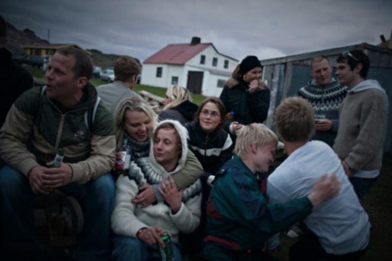 PG2FjdMVeq8 - «Мы решили предложить им кое-что получше». Как в Исландии подростков отучили пить и курить.